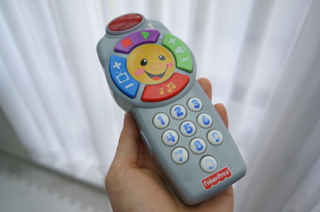 【動画あり】1歳児のおままごとに♪携帯電話の代わりになるおもちゃ「バイリンガル・リモコン」で英語を学ぼう!