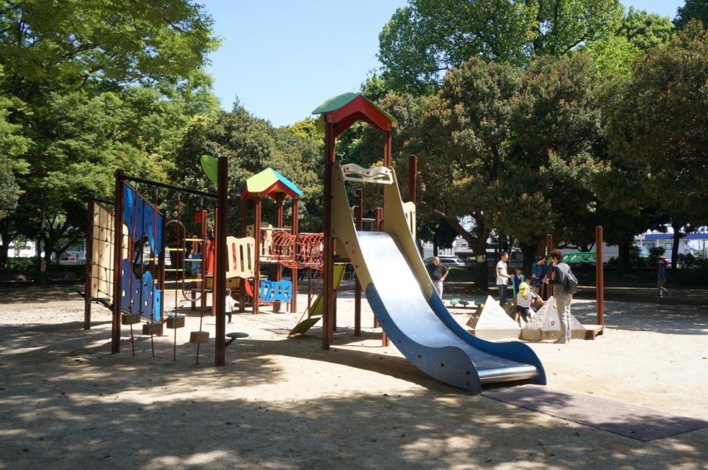 【上尾市公園巡り】「上尾運動公園」児童広場の遊具が新しくなったよ!バッテリーカーもあって小さい子供の遊び場として最適だよ♪
