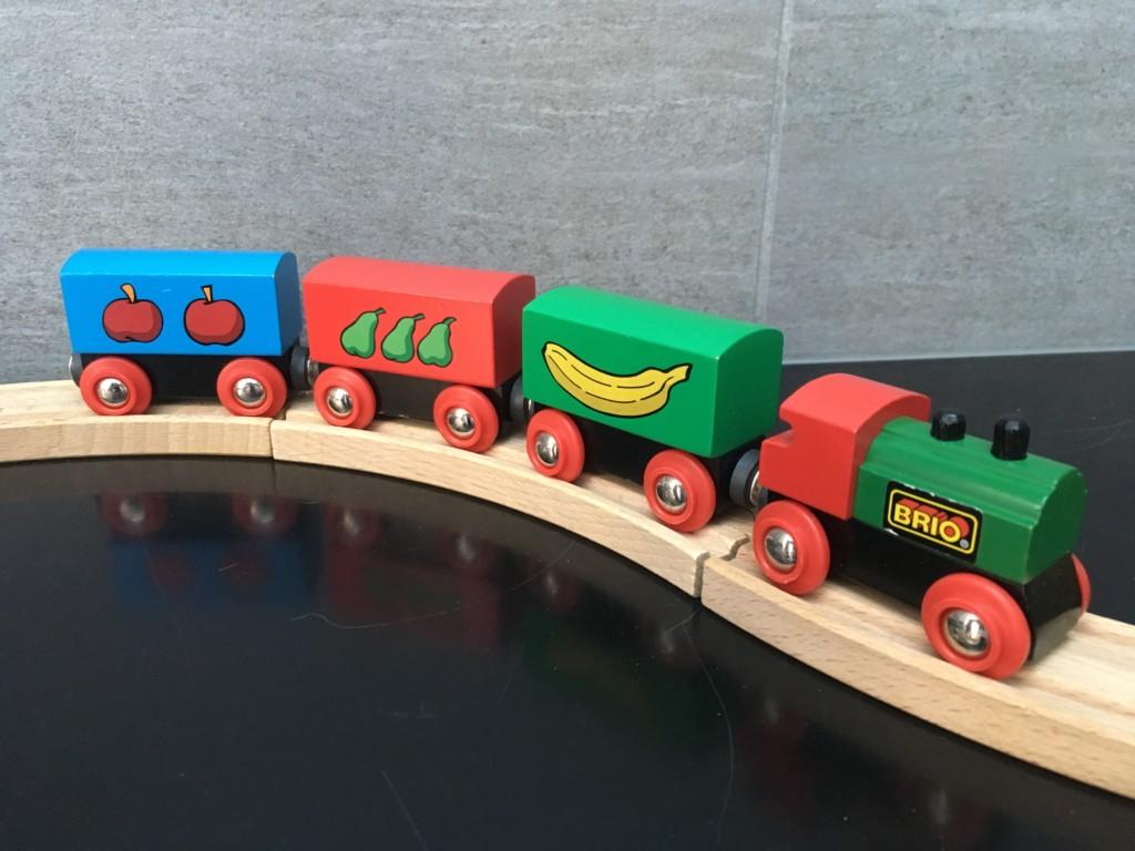 電車好きの男の子のプレゼントに♪スウェーデン王国御用達ブランド「BRIO」のレールセットがお勧めだよ!